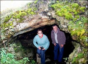 Laski-jaskinia w trawertynowej skałce
